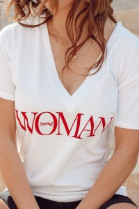 T-SHIRT V-NECK STRONG WOMAN - WHITE